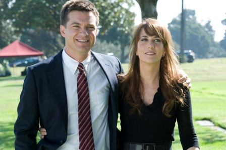 Jason Bateman as Joel and Kristen Wiig as Suzie in Extract.