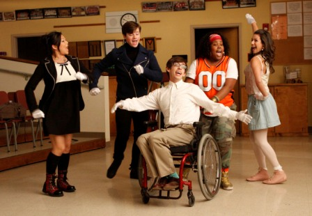 GLEE: Members of the Glee Club rehearse in a special preview episode of GLEE airing Tuesday, May 19 (9:00-10:00 PM ET/PT) on FOX. Pictured L-R: Jenna Ushkowitz, Chris Colfer, Kevin McHale, Amber Riley and Lea Michele. ©2009 Fox Broadcasting Co. CR: Carin Baer/FOX
