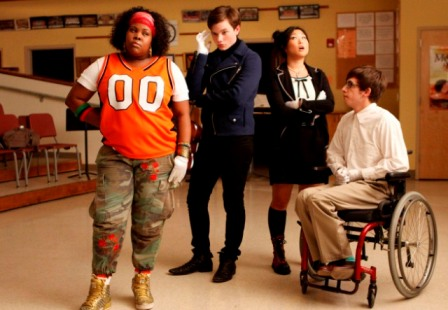 GLEE: Members of the Glee Club try to prepare for a performance in a special preview episode of GLEE airing Tuesday, May 19 (9:00-10:00 PM ET/PT) on FOX. Pictured L-R: Amber Riley, Chris Colfer, Jenna Ushkowitz and Kevin McHale. ©2009 Fox Broadcasting Co. CR: Carin Baer/FOX