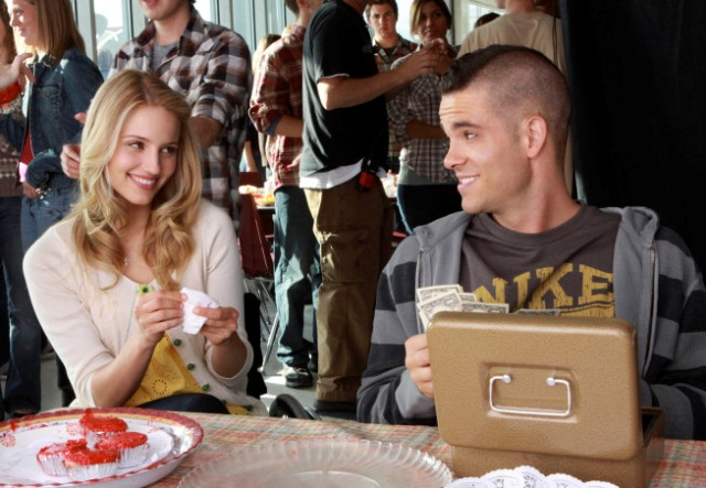 Quinn (Dianna Agron, L) and Puck (Mark Salling, R) work at the Glee Club's bake sale in the
