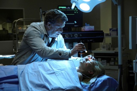 Walter (John Noble, L) examines Olivia (Anna Torv, R) in the FRINGE Season Two premiere episode