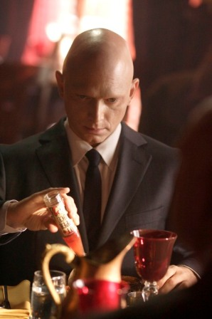 The Fringe team uncovers details about the mysterious man known as The Observer (guest star Michael Cerveris) in the FRINGE episode
