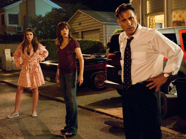 Forgettaboutit: l-to-r Dominik García-Lorido, Julianna Margulies and Andy Garcia on 'City Island'