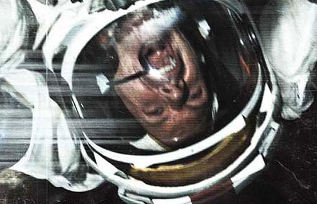 """""""Apollo 18"""" Movie Review – Warren Christie, Lloyd Owen ..."""