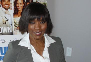 Angela Bassett in Chicago, April 12, 2011
