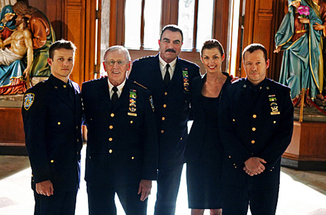Will Estes (Jamie), Len Cariou (Henry), Tom Selleck (Frank), Bridget Moynahan (Erin) and Donnie Wahlberg (Danny) in 'Blue Bloods'