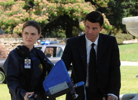 Brennan (Emily Deschanel, L) and Booth (David Boreanaz, R) search for evidence after a psychic provides them with valuable information in the BONES season premiere episode