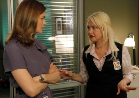 Brennan (Emily Deschanel, L) listens as psychic Avalon Harmonia (guest star Cyndi Lauper, R) gives her information about a case in the BONES season premiere episode