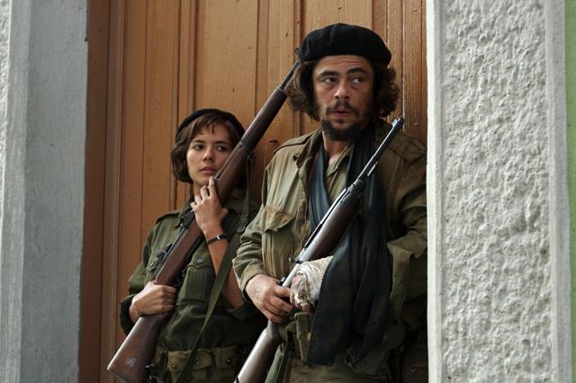 Benicio Del Toro as Che and Catalina Sandino Moreno as Aleida Guevara in CHE directed by Steven Soderbergh