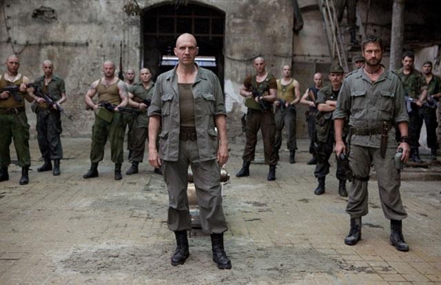 Ralph Fiennes (Coriolanus) and Gerard Butler (Aufidius) in 'Coriolanus'