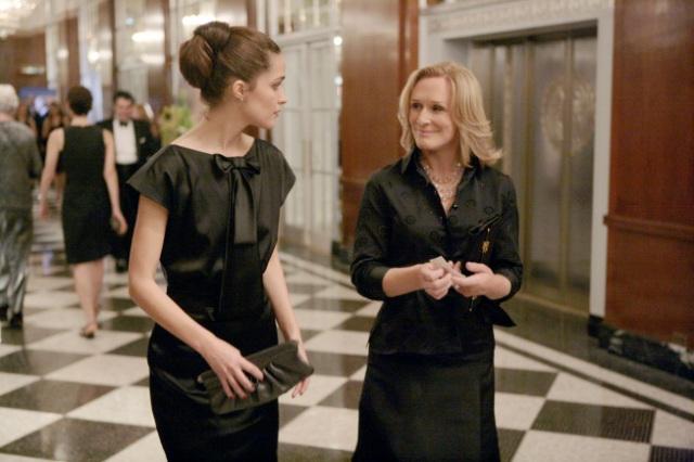 Rose Byrne (L) and Glenn Close (R) in DAMAGES premiering Wednesday, Jan. 7 (10 PM ET/PT) on FX.