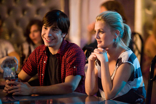 Frequent Flyer Couple: Justin Long as Garrett and Drew Barrymore as Erin in 'Going the Distance'