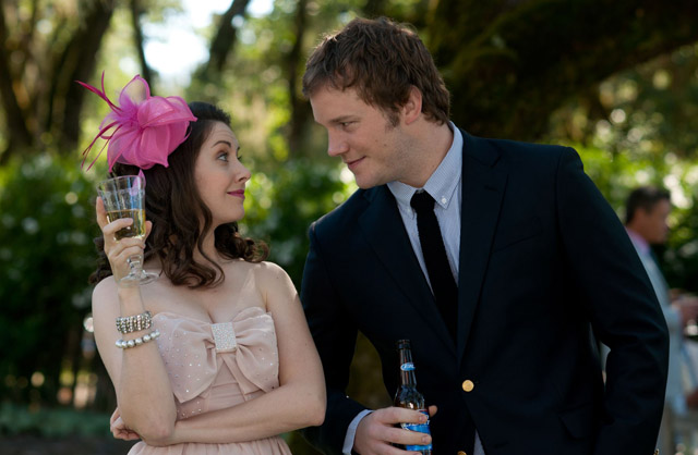 Alison Brie (Suzie) and Chris Pratt (Alex) in 'The Five-Year Engagement'