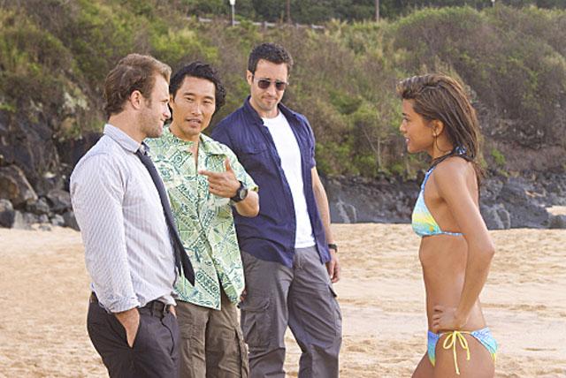 On the Beach: Scott Caan (Danno), Daniel Dae Kim (Chin Ho), Alex O'Louglin (Steve McGarrett) and Grace Park (Kona) in 'Hawaii Five-0'