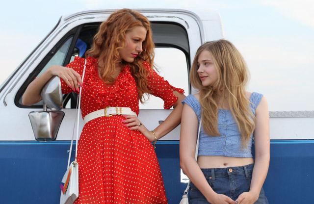 Blake Lively (Glenda) and Chloe Grace Moretz (Luli) in 'Hick'