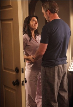 House (Hugh Laurie, R) and Cuddy (Lisa Edelstein, L) explore a romantic relationship in the HOUSE season premiere episode