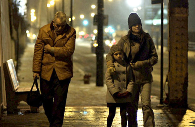 In Cold Chicago: Dennis Farina (Joe), Meredith Droeger (Angela) and Jamie Anne Allman (Jenny) in 'The Last Rites of Joe May'