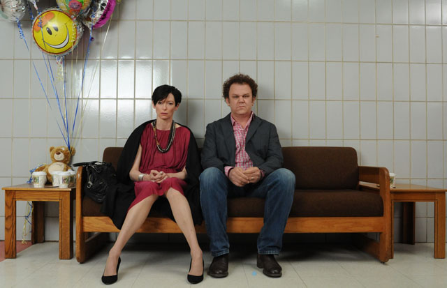 Tilda Swinton (Eva) and John C. Reilly (Franklin) in 'We Need to Talk About Kevin'