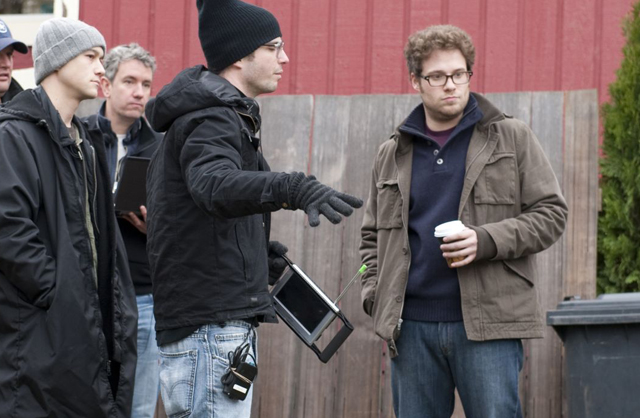 Jonathan Levine (center) Directs Joseph Gordon-Levitt (left) and Seth Rogen in '50/50'