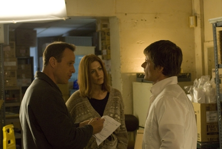 Writer/Director Stephen Belber, Jennifer Aniston and Steve Zahn on the set of MANAGEMENT
