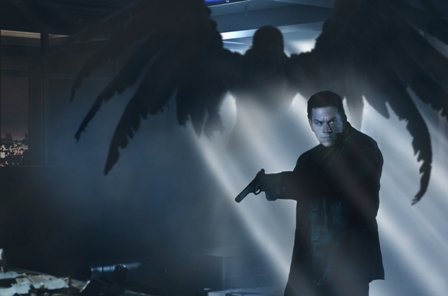 A winged demon becomes an iconic image and important clue for Max Payne (Mark Wahlberg) as he becomes enveloped in a complex conspiracy.