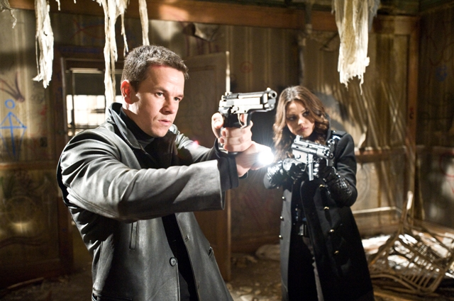 Max Payne (Mark Wahlberg) and Mona Sax (Mila Kunis) team up to battle powerful and dark forces.