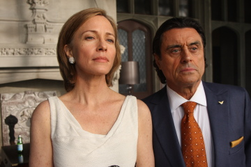 Ian McShane and Susanna Thompson in Kings.