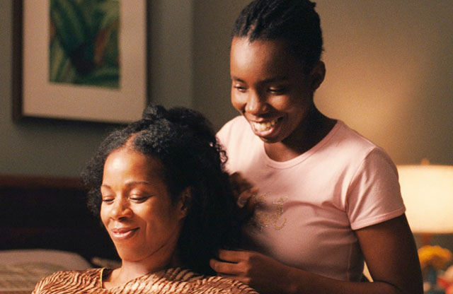 Alike (Adepero Oduye) Bonds with her Mother (Kim Wayans) in 'Pariah'