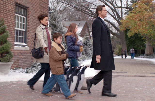 Amanda (Carla Gugino), Billy (Maxwell Perry Cotton), Janie (Madeline Carroll) and Jim Carrey in 'Mr Popper's Penguins'