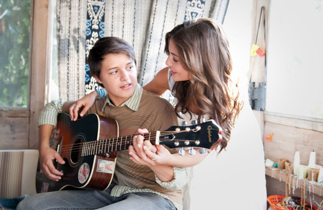 Beautiful Music: Nolan Sotillo (Lucas) and Danielle Campbell (Simone) in 'Prom'