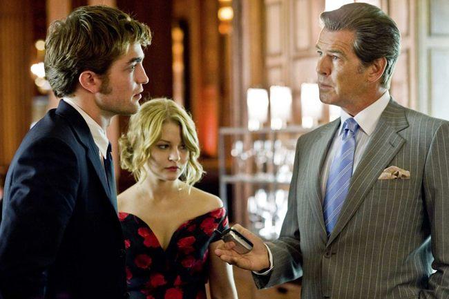 Dear Old Dad: Robert Pattinson, Emilie de Raven and Pierce Brosnan in 'Remember Me'