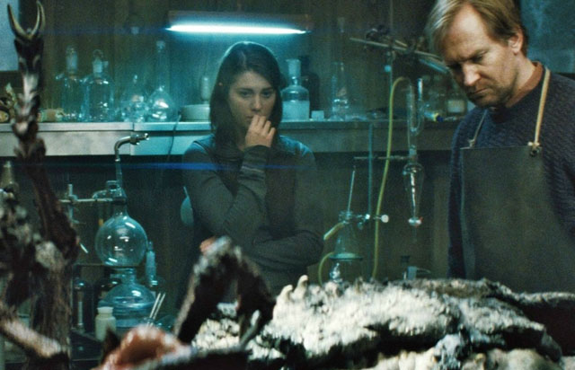 Mary Elizabeth Winstead as Kate and Ulrich Thomsen as Halverson in 'The Thing'