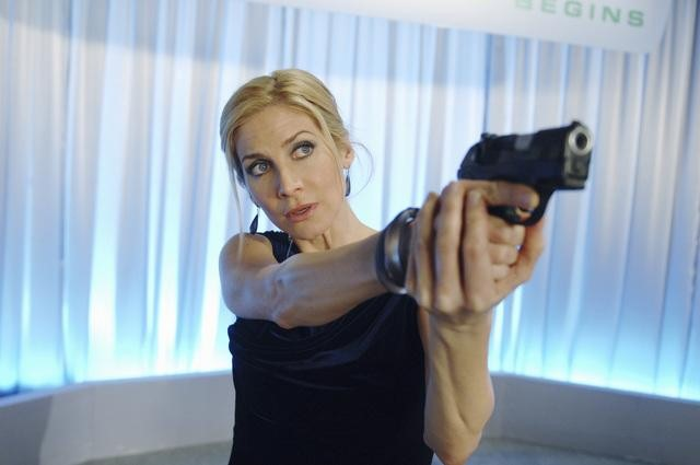 Elizabeth Mitchell stars in the second season of ABC's short-lived drama V.
