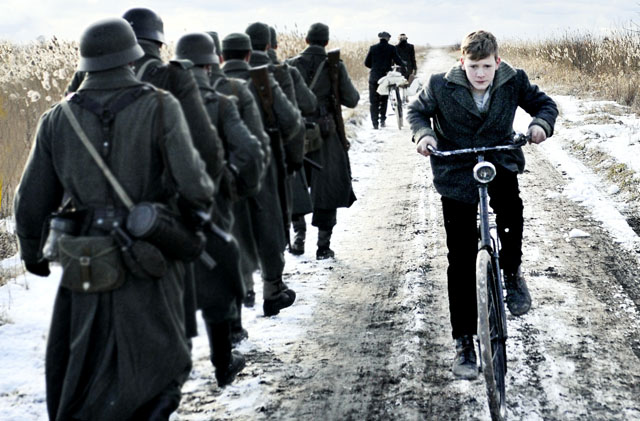 The Battle: Martijn Lakemeier (Michiel) in 'Winter in Wartime'