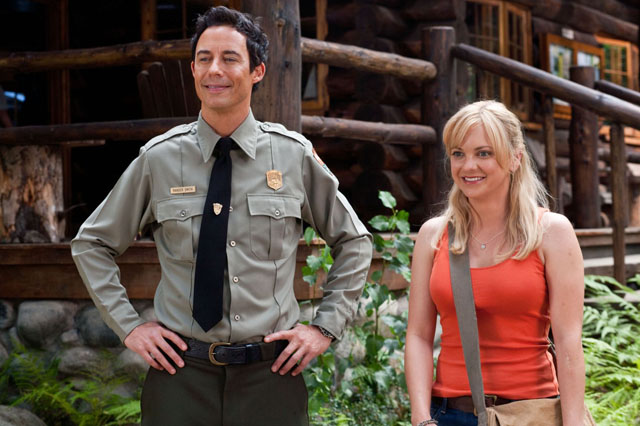Live Actors!: Tom Cavanagh (Ranger Smith) and Anna Faris (Rachel) in 'Yogi Bear'