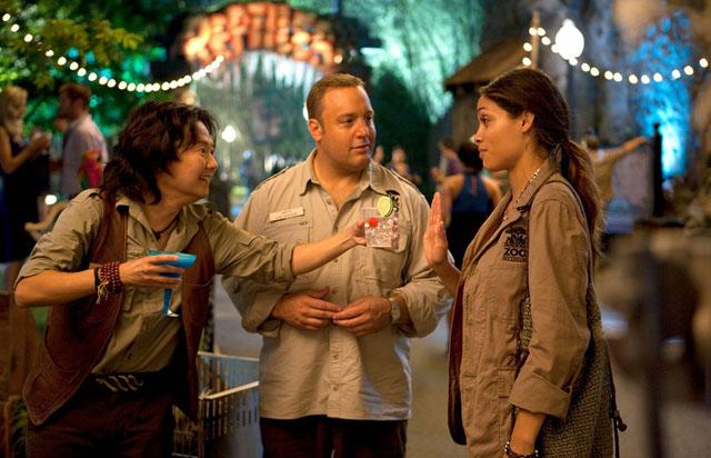 Zoo Crew: Venom (Ken Joeng), Kevin James and Kate (Rosario Dawson) in 'Zookeeper'