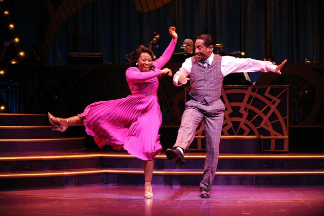 Alexis Rogers (left) and Parrish Collier (right) in the Chicago production of Ain't Misbehavin'