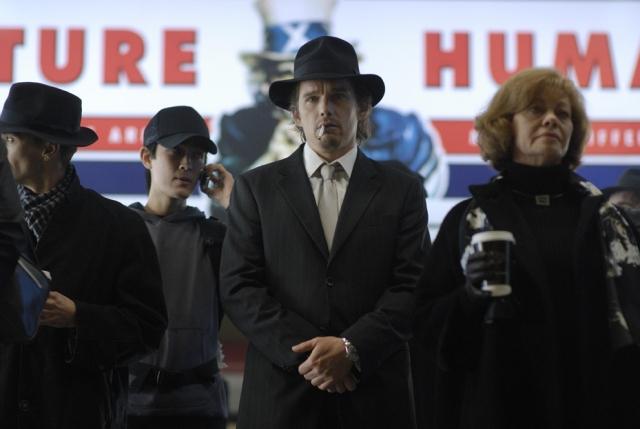 A scene featuring Ethan Hawke (center) as 'Edward Dalton' in DAYBREAKERS.