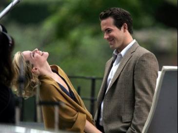 Elizabeth Banks and Ryan Reynolds in Definitely, Maybe