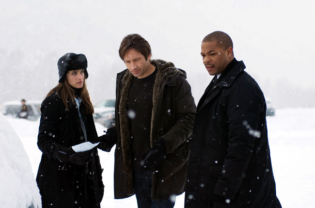 FBI agent Dakota Whitney (Amanda Peet, left), Fox Mulder (David Duchovny, middle) and FBI agent Mosley Drummy (Alvin 'Xzibit' Joiner) pursue clues in wintry Virginia in The X-Files: I Want to Believe