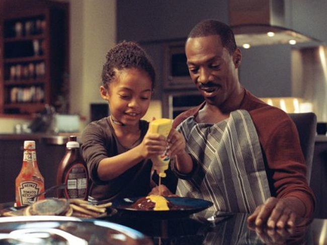 Yara Shahidi and Eddie Murphy in 'Imagine That'