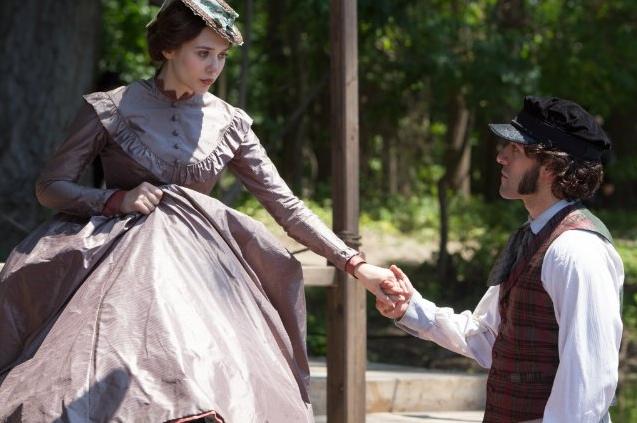Elizabeth Olsen and Oscar Isaac