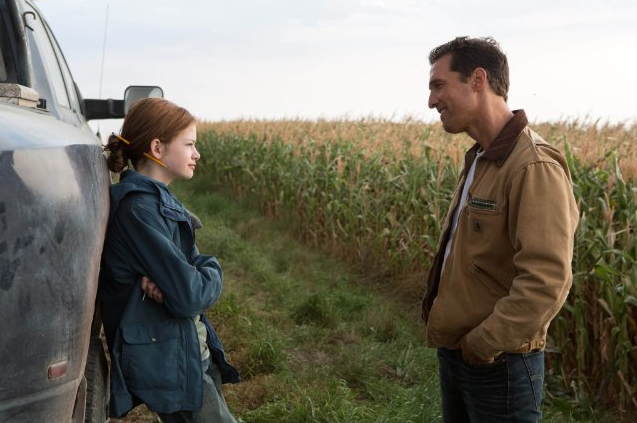 Mackenzie Foy and Matthew McConaughey in Interstellar