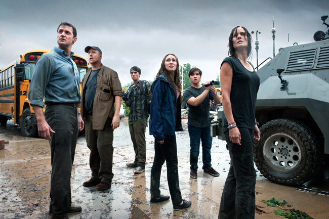 Richard Armitage, Matt Walsh, Max Deacon, Alycia Debnam-Carey, Nathan Kress and Sarah Wayne Callies in Into the Storm