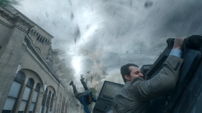 Sarah Wayne Callies and Richard Armitage in Into the Storm
