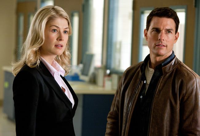 Rosamund Pike and Tom Cruise in Jack Reacher