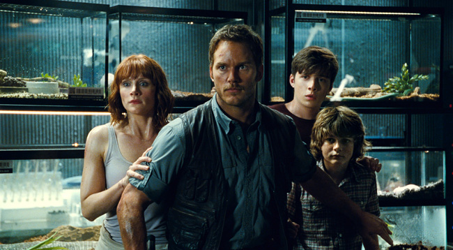 Bryce Dallas Howard, Chris Pratt, Nick Robinson and Ty Simpkins in Jurassic World