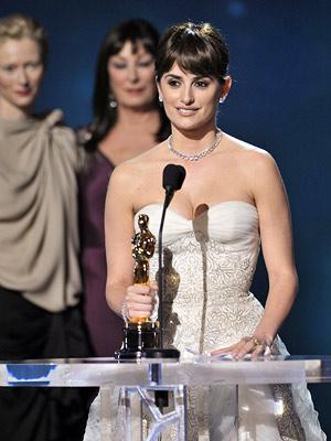 Penelope Cruz at the 2009 Oscars