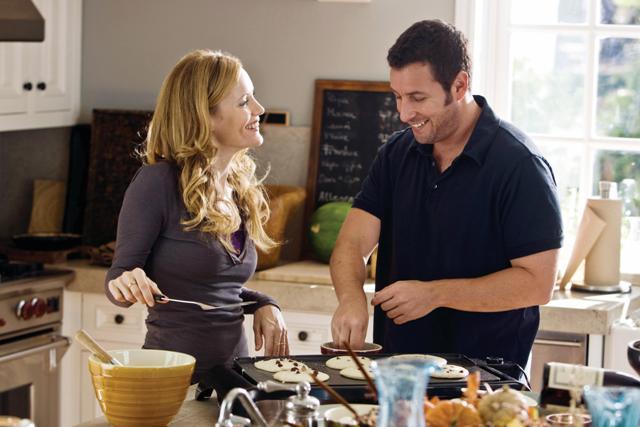 Laura (Leslie Mann) flirts with George (Adam Sandler).