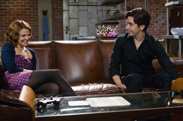 Ginnifer Goodwin stars as Gigi and Justin Long stars as Alex.